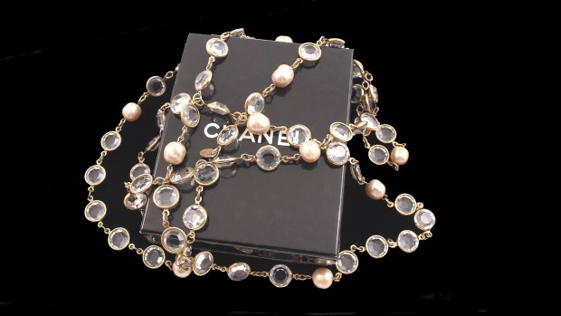 chanel 1981 couture pearl & crystal runway necklace
