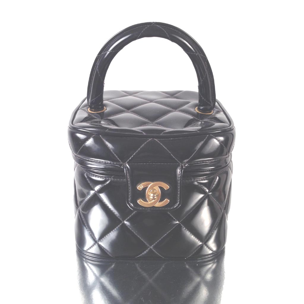 01c4cdcb1334 Vintage Chanel black patent quilted vanity makeup CC logo handbag Chanel  black patent leather ...