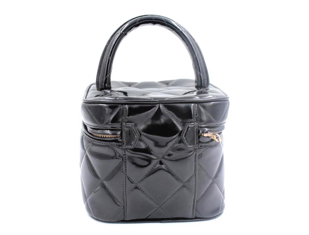 de2fb11353ed Chanel Black Patent Leather Quilted Makeup Vanity Vintage Handbag ...