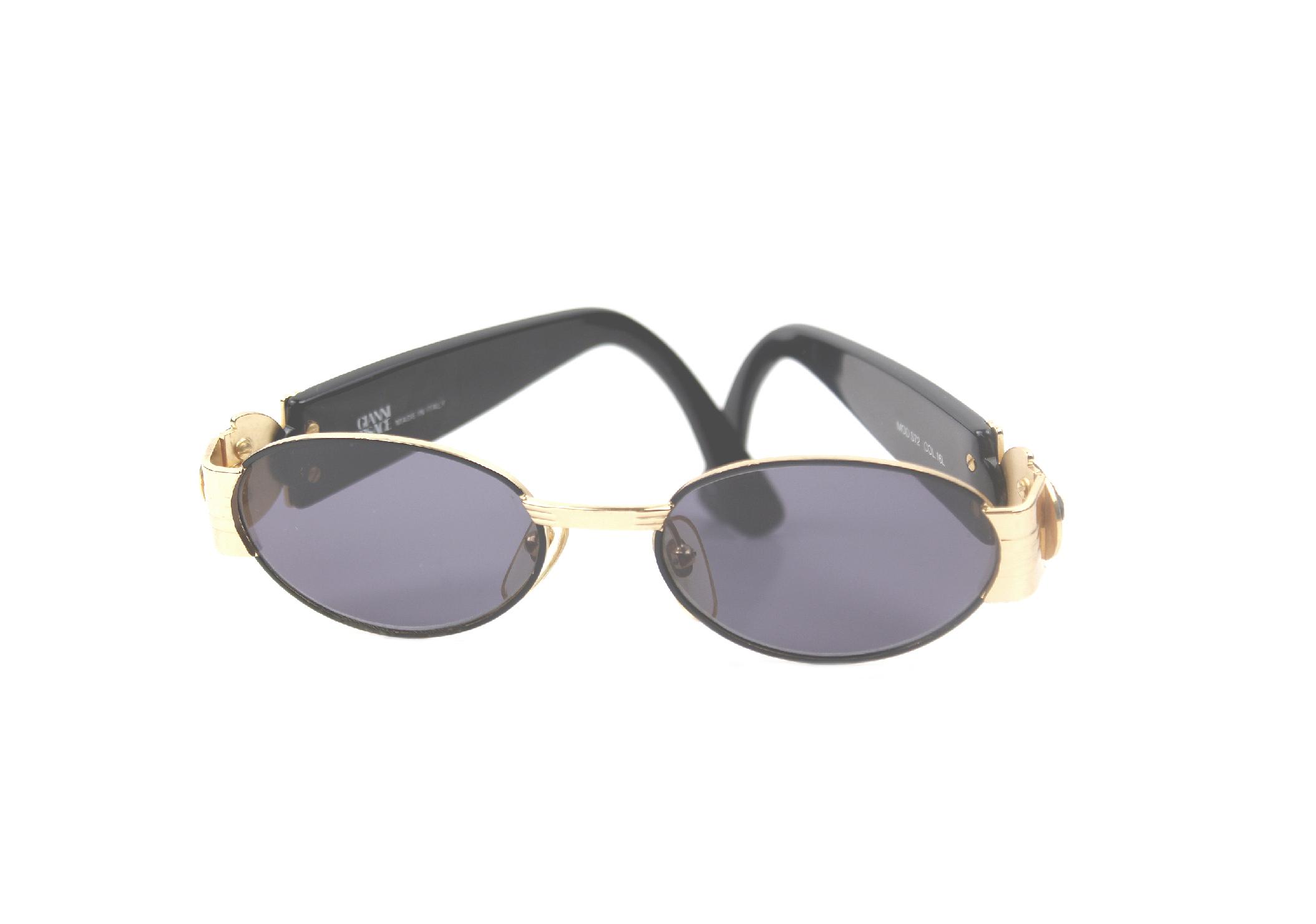 4aa4909d7ea vintage Gianni Versace medusa black sunglasses_01 rare Gianni Versace gold  medusa black vintage sunglasses ...